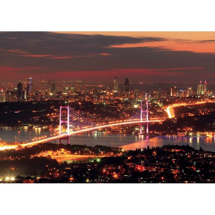 Turquie, Istanbul : Le Pont du Bosphore Illuminé